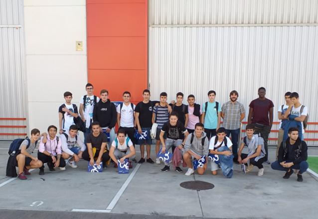 Alumnos de Maristak Durango Ikastetxea visitan Aelvasa Iurreta