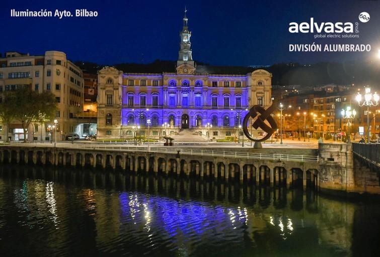 Aelvasa ilumina el Ayuntamiento de Bilbao en Homenaje a todos los Profesionales Sanitarios
